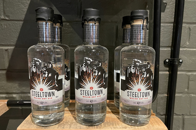 Introducing Steeltown Welsh Dry Gin with 13 delicate botanicals.